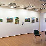 Der Nebenraum war den Gemälden und Veranstaltungen gewidmet